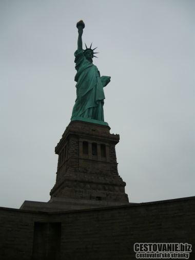 Zaujímavosti spojené so sochou slobody alebo ostrovmi: